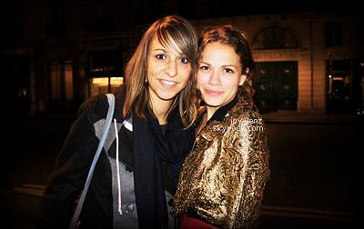 21 Octobre - Joy, sa mère, Wes et Maria ont été vus dans Paris.