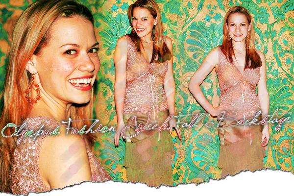 08 Février 2005 - Bethany dans les backstage de Olympus Fashion Week Fall 2005.