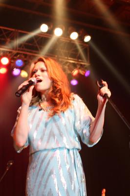 29  Août 2010 - Everly et Enation (le groupe de Michael) ont chanté au Corn Palace Festival dans le Dakota du sud. Bethany était au début de sa grossesse.