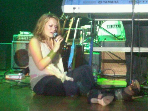 29  Août 2010 - Everly et Enation (le groupe de Michael) ont chanté au Corn Palace Festival dans le Dakota du sud. Bethany était au début de sa grossesse (le reste des photos de l'évènement sont sur l'article suivant).