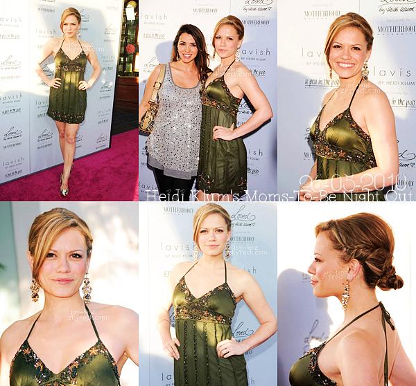 26 Mai 2010 - C'est une Bethany Joy Lenz au début de sa grossesse qui s'est rendue à l'évènement Heidi Klum's Moms-To-Be Night Out organisé par Heidi Klum pour les futures mamans en compagnie d'une amie.Elle porte une robe signée Sue Wong.