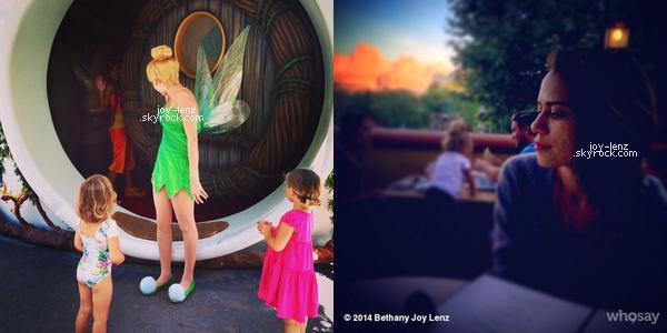 10-11 Juillet 2014 - Bethany Joy Lenz et sa fille Maria Rose étaient à Disneyland.