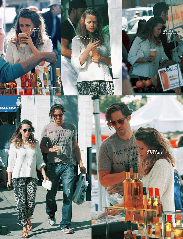 23 Novembre 2014 - Bethany Joy Lenz et Wes Ramsey se sont rendus au Farmers' Market de Los Angeles.