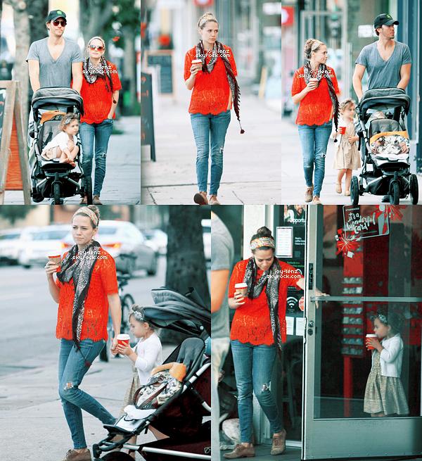 06 Décembre 2014 - Bethany Joy Lenz, Wes Ramsey et Maria ont fait un petit tour chez Starbucks.