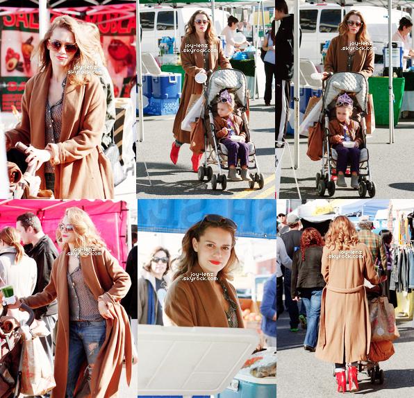 04 Janvier 2015 - Bethany Joy Lenz et sa fille Maria étaient au Farmers' Market.