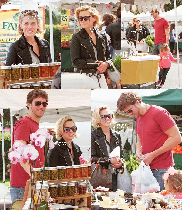 22 Février 2015 - Bethany, Maria et Wes se sont rendus au Farmers Market.