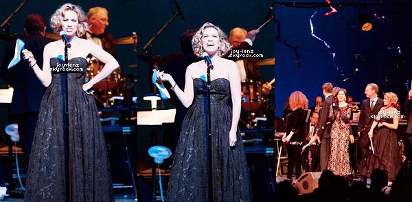 20 Avril 2015 - Comme prévu, Bethany était au One Starry Night Gala qui s'est tenu au Pasadena Playhouse.