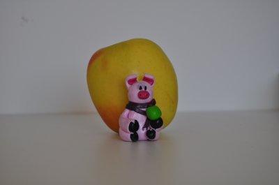 Cochon Rose et sa petite pomme verte