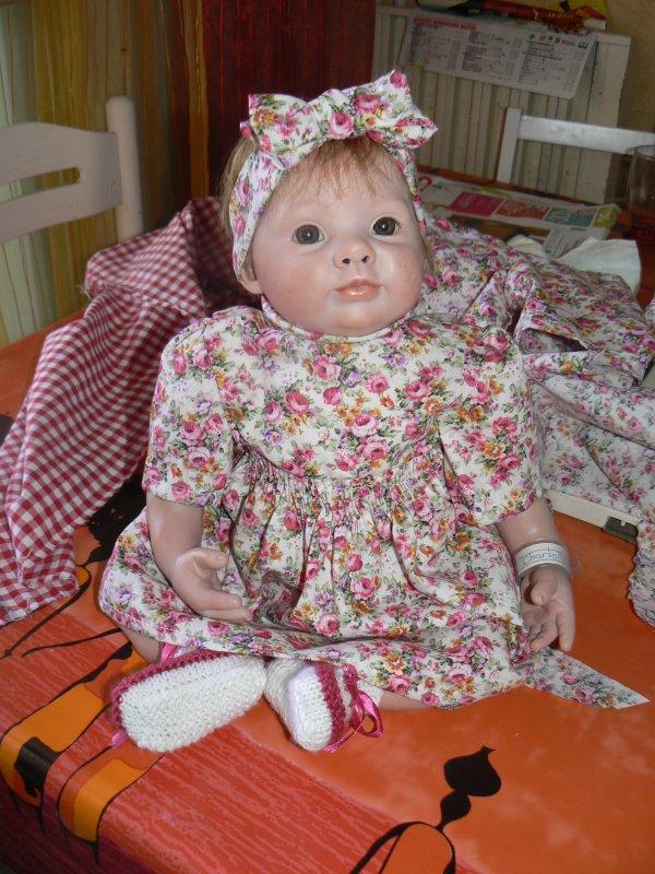 charlotte essaye sa nouvelle robe   la prochaine sera carreaux rouges