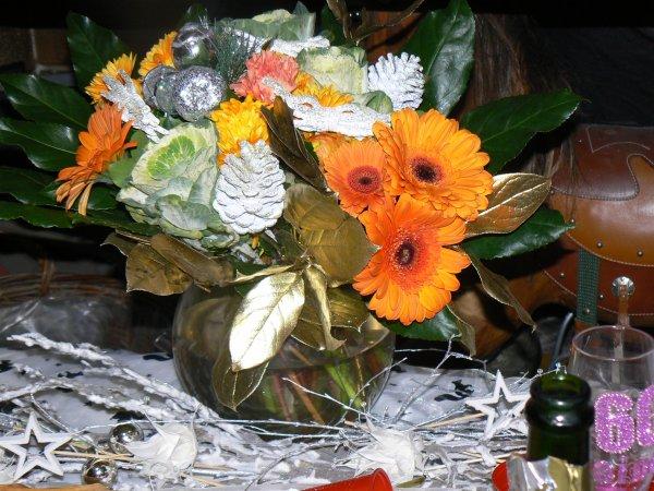 que ces quelques fleurs vous apportent le bonheur   bonne année  a toutes   mes amies