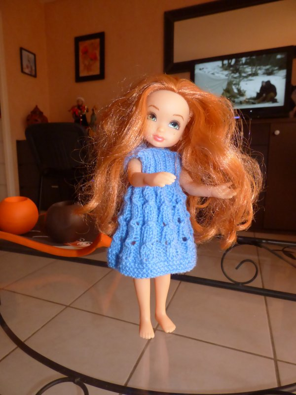 la robe que maman m'a faite, mais qui suis je,,,?????mesure24cm