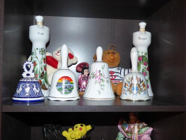 petite collection  de cloches et dés