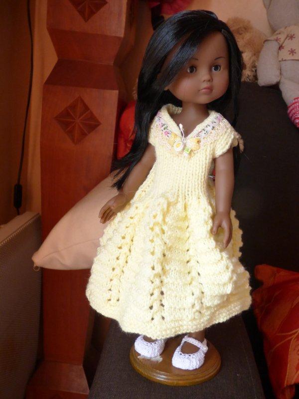 cecile et sa robe jaune