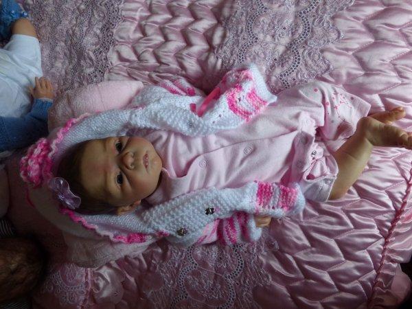 alicia est arrivée ce matin j'avais froid  maman m'a mis une veste
