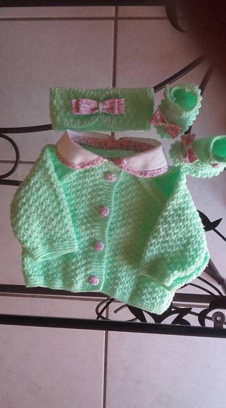 pour bébé fille 0 a 3mois(vert et rose)