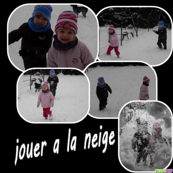 jouer a  la neige