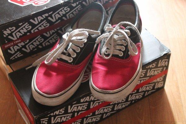 •••• •••• • Vans Era Black/Red  ••••