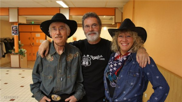 Bernard, Jean-Marc le photographe, et Sylvie, fan de country