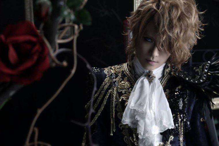 Kamijo is very beautiful   <3  <3
