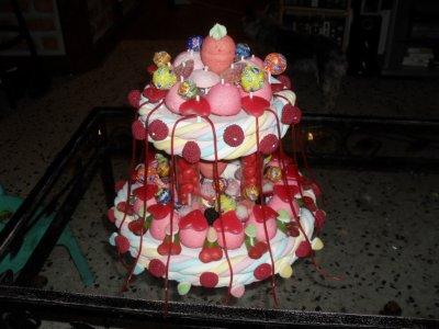voici un gateau de bonbons 2 étages