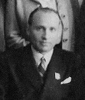 Maurice Papon est condamné à 10 ans de prison pour crimes contre l'humanité.