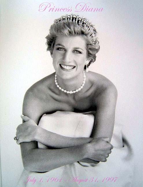 Décès à Paris de la princesse Diana dans un accident de voiture.