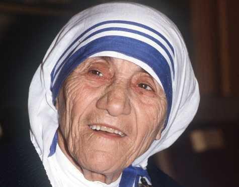 Décès de Mère Teresa à l'âge de 87 ans.