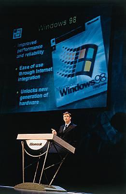 """A Chicago, Bill Gates présente la nouvelle version Windows 98. Son ordinateur se """"plante"""" en direct !"""