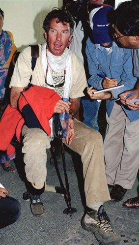 Tom Whittaker, unijambiste, atteint le sommet de l'Everest.