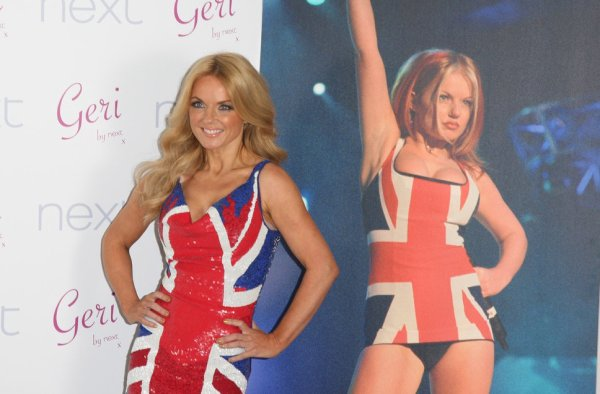 """A Londres, Gery Haliwell """"Ginger Spice"""" annonce son départ des Spices Girls."""