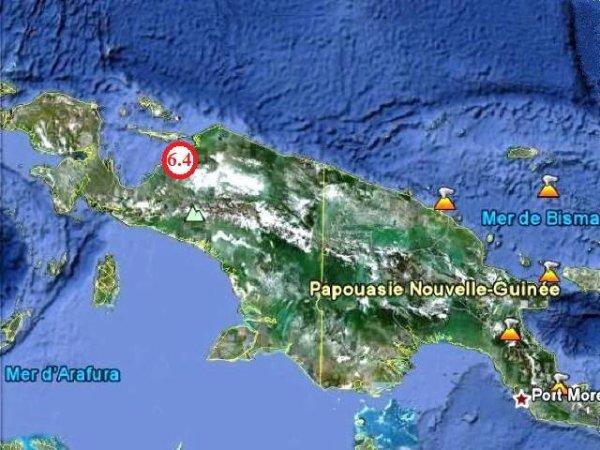 En Papouasie, un raz-de-marée provoque la mort de plus de 3000 personnes.