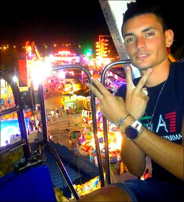 """Dans la soirée du 03/08/12 ● Rémy a ajouté une photo sur Twitter en disant: """"Dans une roue Jajaja ☺ ®©"""""""