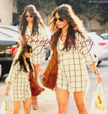 Flashback 21 Avril 2009: Vanessa faisant du shopping chez Diesel. Pour moi c'est Top j'adore sa tenue  $)