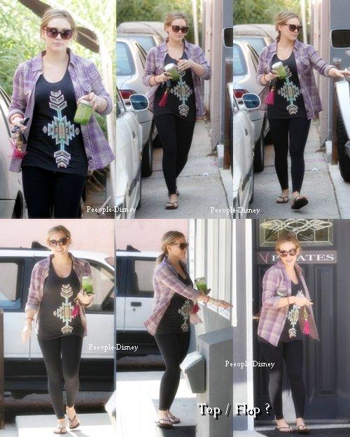 18 Octobre : Hilary sortant de son cours de pilates dans Studio City. Pour moi c'est Bof je suis pas trop fan de sa chemise