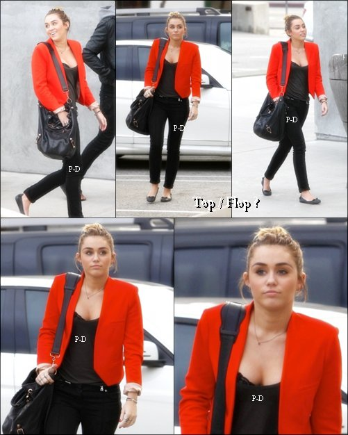 11 Novembre :Miley faisant du shopping chez Maxfields. Sa tenue est simple mais j'aime beaucoup. Pour moi c'est Top
