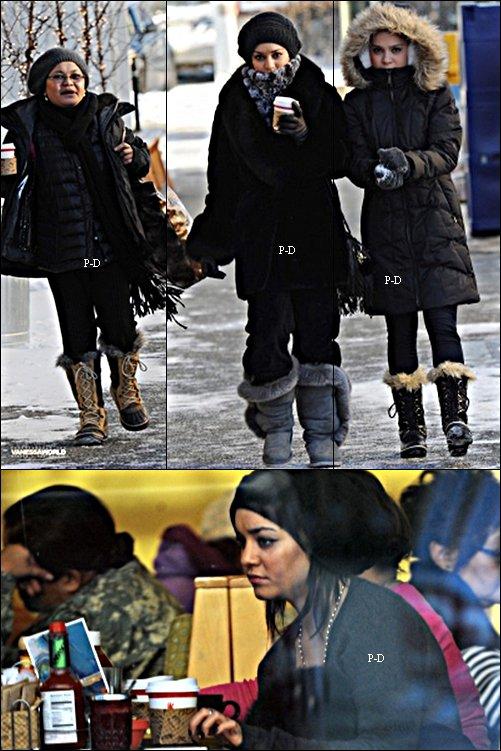 17 Novembre: Vanessa se promenant avec Gina et Stella à A0nchorage en Alaska. Pour moi c'est Top, j'aime beaucoup sa tenue et ses bottes :)