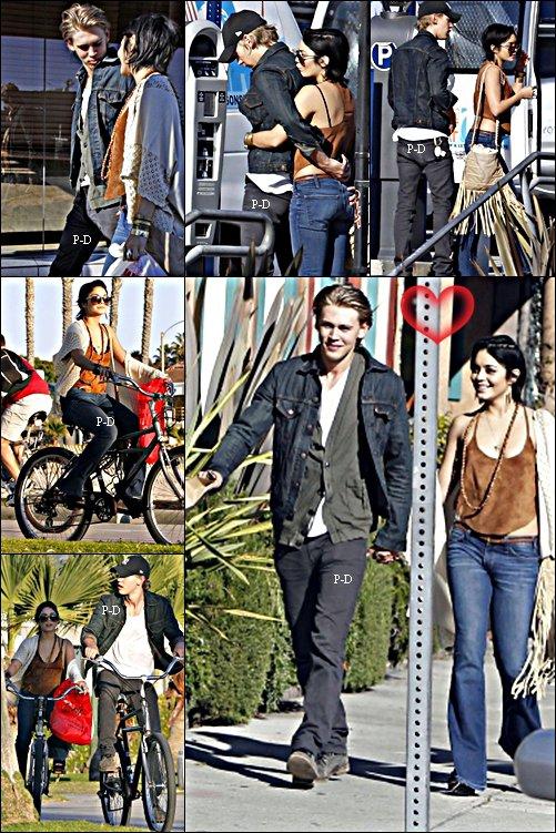 26 Novembre  : Vanessa et Austin se promenant main dans la main dans Venice Beach. Pour moi c'est un grand Top j'adore sa tenue. Je les trouve mignon ensemble meme si je kiffer quand elle était avec Zac