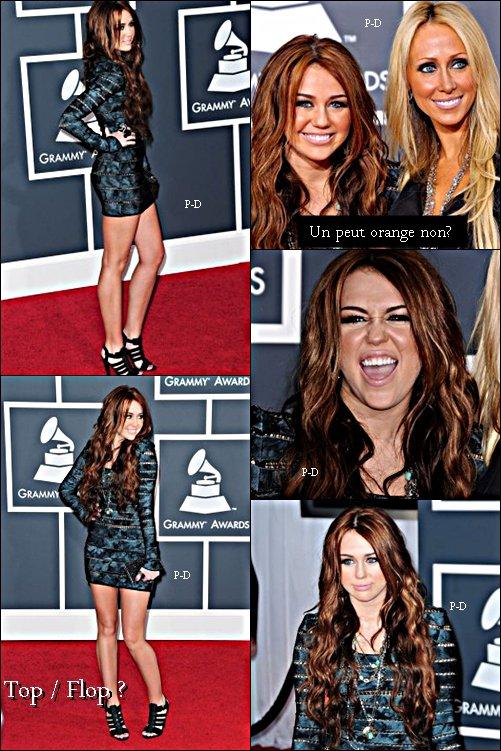 Flashback 31 Janvier 2010 : Miley était à la soirée du 52 eme Grammy Awards en compagnie de sa mere Tish. Pour moi c'est Top, j'aime beaucoup sa robe et ses chaussures
