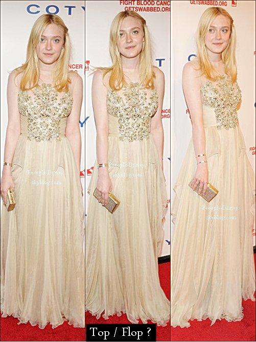 26 Avril; Dakota au aux DKMS 6e annuels liés Contre le Cancer de sang Gala. Pour moi c'est un beau Top, sa robe est trop belle et j'aime bien sa coiffure et son makeup    $)