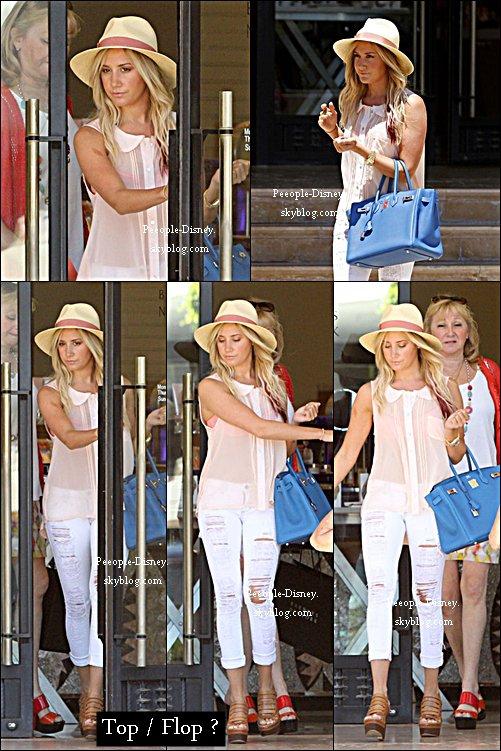 14 Mai: Ashley Tisdale et sa mère faisait du shopping chez Barneys New York. Pour moi c'est un gros Top, je suis fan de sa tenue et son sac, bref j'aime tout :D   $)