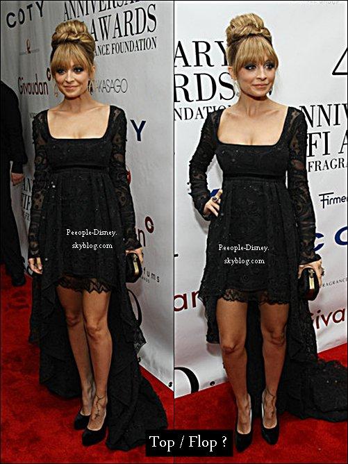 21 Mai: Nicole Richie au 41 ème annuel Fifi awards. Pour moi c'est Top, elle est tres jolie, j'aime bien sa robe et son makeup