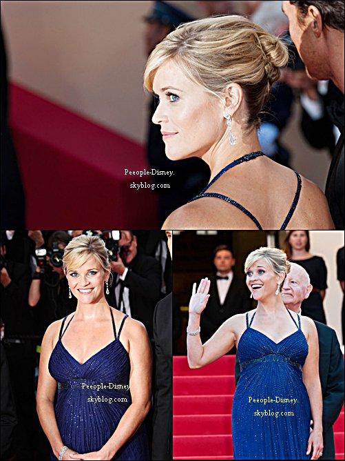 26 Mai: Reese Wintherspoon montant les marches à Cannes à la première du film Mud. Pour moi c'est un beau Top, j'aime beaucoup sa robe, sa coiffure et son makeup :D