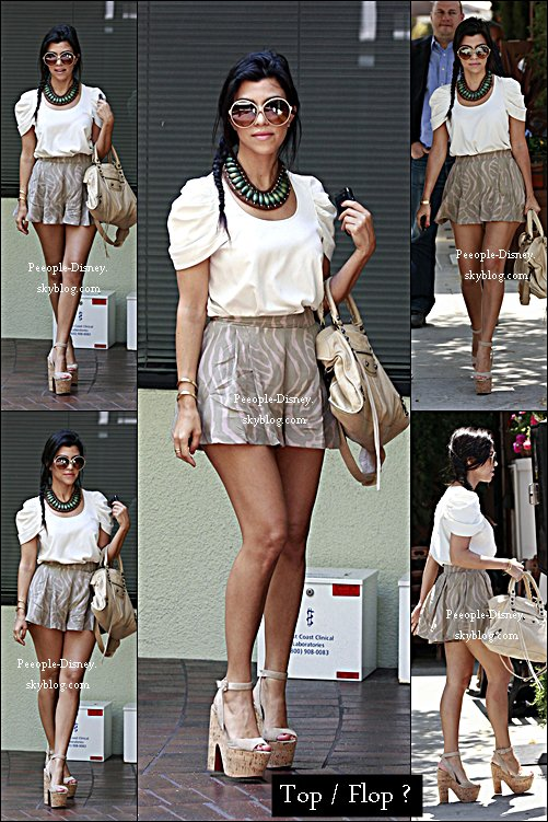 Flashback 22 Juin 2011: Kourtney Kardashian faisant du shopping avec son petit ami Scott à Beverly Hills. Pour moi c'est un gros Top, j'adore sa tenue, son sac et ses chaussures par contre j'aime pas ses lunettes   %)