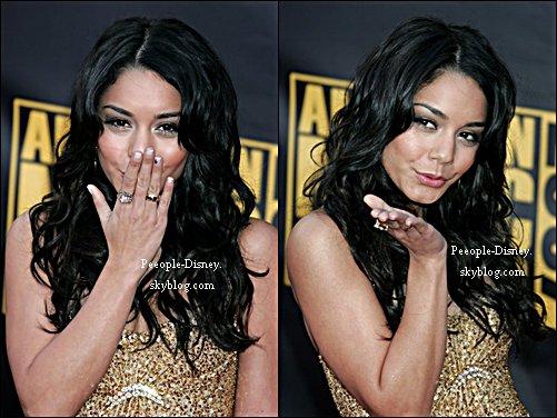 Flashback 18 Novembre 2007: Vanessa était au American Music Awards 2007. Pour moi c'est un beau Top, j'adore tout :D