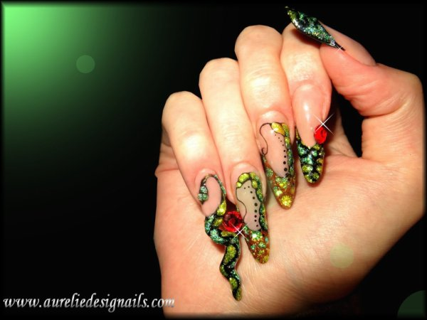pose d'ongles serpent
