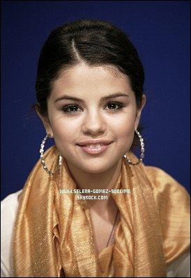 11.11.10 Selena visitant un cendre médical pour enfant  (2009) + Portrait réalisé a New-York