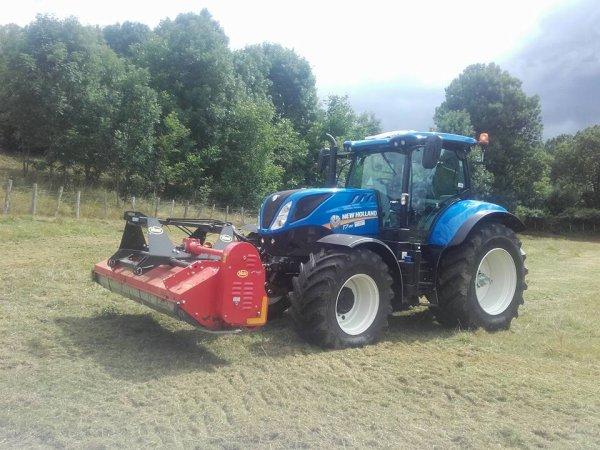 nouveau tracteur arrivé il a un mois new-holland T7.190