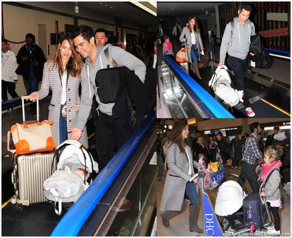 Candids  15 Avril 2012  Jessica Alba, son mari Cash Warren, et leurs filles Honor Marie & Haven Garner arrivant au Japon.