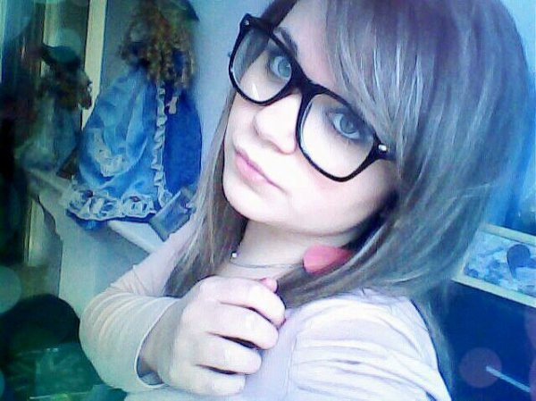 Vous me préfèrer avec les quelle de lunette ??? :3 ♥