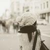 Singuila - Elle serait mieux loin de moi Mais je ne veux pas la voir Avec un autre homme Elle serait mieux loin de moi N'avancera pas si elle reste là Elle rêve qu'on vive ensemble Qu'on ait des enfants Mais sait que je le ferai avec une autre Elle serait mieux loin de moi Mais ça je ne le supporterais pas Je ne le supporterais pas (8 (2012)